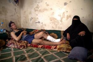 Hana Sa`ad al-Nazhi and her son, who were both injured when an airstrike hit a residential area in Yareem on July 19, 2015, killing at least 16 civilians. (© 2015 Ole Solvang/Human Rights Watch)