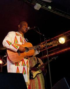 Bambino, 51, born in neighboring Guinea to a Malian mother, comes from more than 50 generations of griots, the original rappers, whose centuries-long tradition involves storytelling set to music. (Photo: via google)