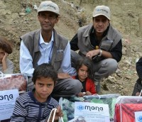 Mona Relief Delivering Lifesaving Food, clothing, blankets and medicine to villages dying under the siege of Saudi War on Yemen. (Photo: Mona Relief) alistairreignblog.com