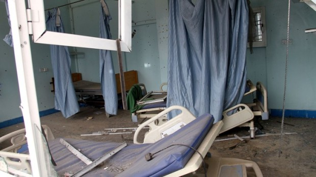 Taiz city. Al-Thawra hospital after being hit by shells. The three patients who had been laying in this room were pulled out of their beds when the shelling started. CC BY-NC-ND / ICRC / W. Al-Absi
