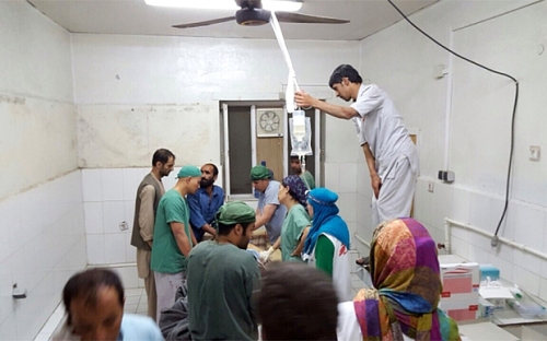 MSF staff in Kunduz continued to perform emergency surgery on wounded civilians. At least 37 people were seriously injured, 19 of them MSF staff. At least 100 patients were in the hospital. Many patients and staff remain unaccounted for, MSF says. The organisation says that all parties to the conflict, including Kabul and Washington, had been told the precise GPS co-ordinates of the hospital in Kunduz on many occasions.