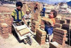 India: It is common for very young children to be forced to labour in brickyards. (Photo: google). (AlistairReignBlog.com)
