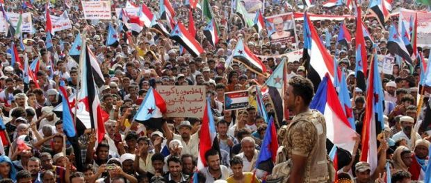 Supporters of the separatist Southern Movement demonstrate to demand the secession of south Yemen, in the southern port city of Aden April 18, 2016.