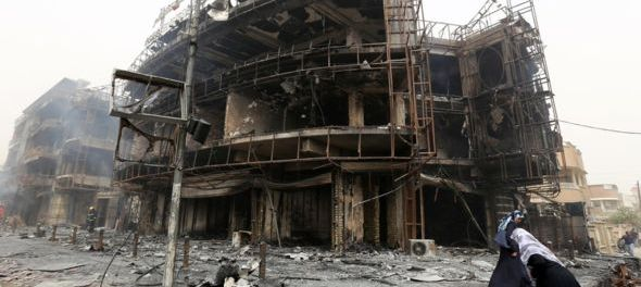 Tthe aftermath of the large explosion that hit Baghdad's central Karrada district. July 3, 2016. (Photo: GETTY).