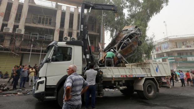 Car cleared away in Karrada, Baghdad. 3 July 2015. (Photo: GETTY).