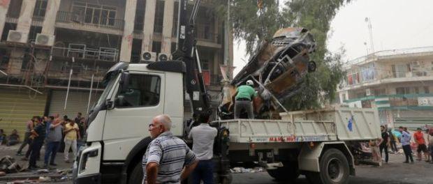 Car cleared away in Karrada, Baghdad. 3 July 2015. (Photo: GETTY).