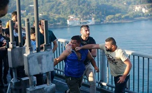 A civilian beats a soldier after troops involved in the coup surrendered on the Bosphorus Bridge in Istanbul, Turkey July 16, 2016. Reuters